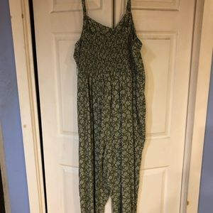 Old Navy Jumper with pockets NWT